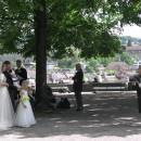 チューリヒの丘の上の公園で。結婚式? 角谷正樹さん