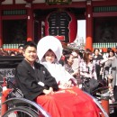 浅草で祝賀  岡崎久美子さん